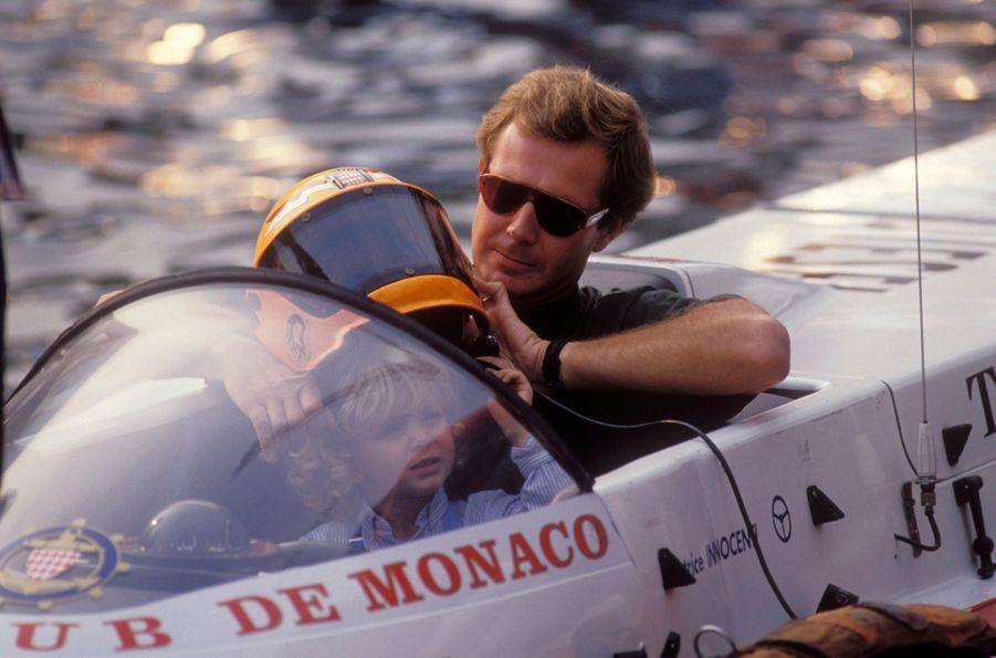 Stefano Casiraghi avec son fils Pierre à Monaco, le 29 septembre 1990. Quatre jours avant le drame.