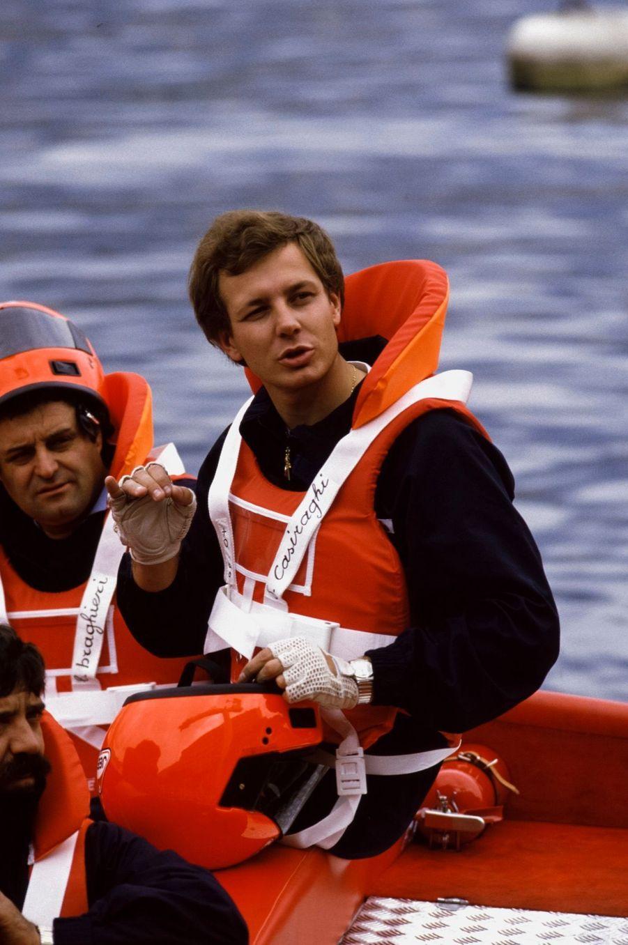 Stefano Casiraghi à bord de son offshore dans le port de Monaco, le 12 mai 1985.