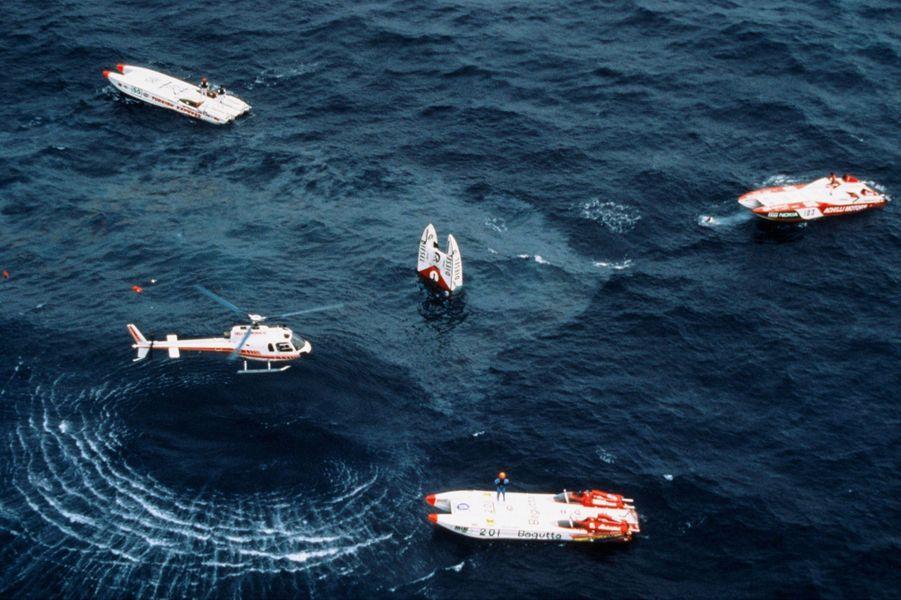 Le 3 octobre 1990, au large de Saint-Jean-Cap-Ferrat. Vers 11h00, le «Pinot di Pinot» de Stefano Casiraghi heurte de plein fouet une vague à plus de 150 km/h, et se retourne. Entrainé par le poids des deux moteurs, le bateau offshore coule. Stefano Casiraghi reste coincé. Les secouristes qui le dégageront deux minutes plus tard ne parviendront pas à le réanimer.