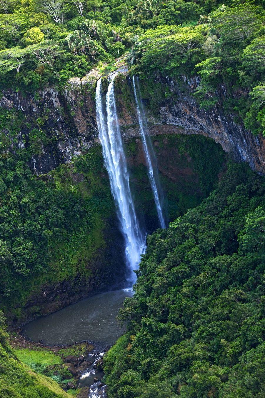 Une cascade d'eau à Maurice