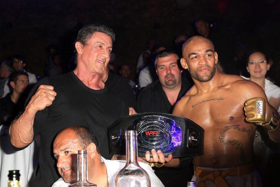 Toujours passionné de boxe, Sly a assisté a la soirée Fight Night à la citadelle de Saint-Tropez.