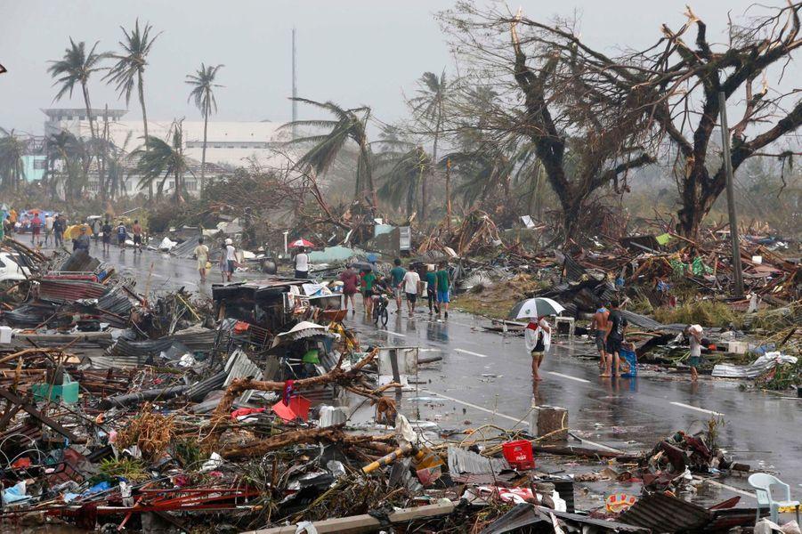 A Tacloban, le chaos après le typhon
