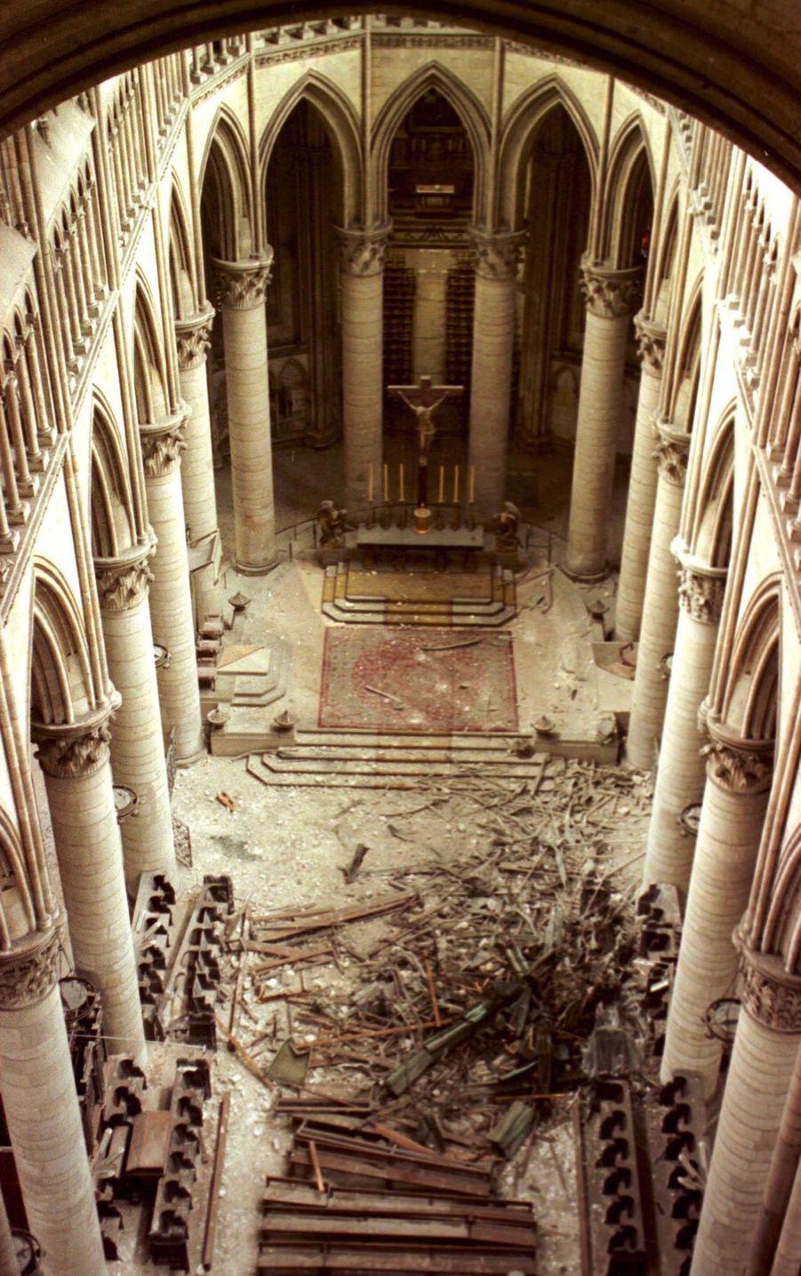« Le clocheton de la cathédrale de Rouen s'est écrasé dans le chœur. » - Paris Match n°2641, 6 janvier 2000.