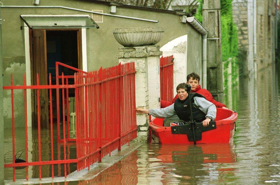 Les dégâts causés par la tempête à Louvigny, dans le Calvados, en décembre 1999.