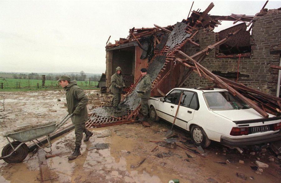 Les dégâts causés par la tempête au Reculey, dans le Calvados, en décembre 1999.