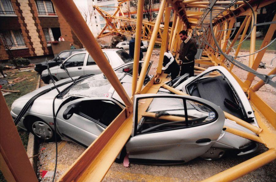 Les dégâts causés par la tempête à Paris en décembre 1999.