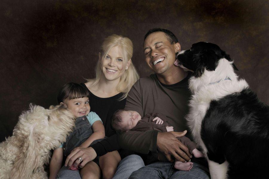 « Charmant tableau. Après la naissance de Charlie Axel, dans les bras de son père. L'aînée, 2 ans, Sam Alexis, est sur les genoux de sa mère, Elin. Les deux chiens, Yogi le «labradoodle» hybride de labrador et de caniche, Taz un authentique border collier les accompagnent. A g., l'avant gauche de la voiture est dévasté. » - Paris Match n°3159,3 décembre 2009.
