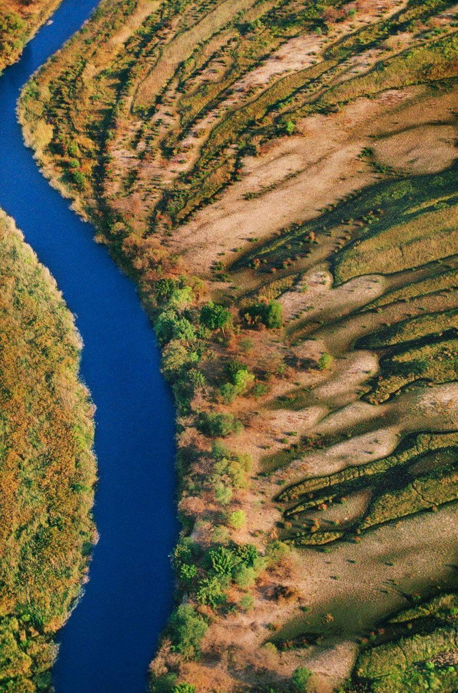 Le Botswana alterne entre verdure et eaux bleues