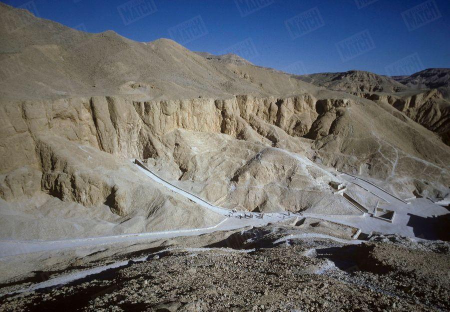 La vallée des rois en Egypte, ici en 1966, est connue pour abriter les hypogées de nombreux pharaons.