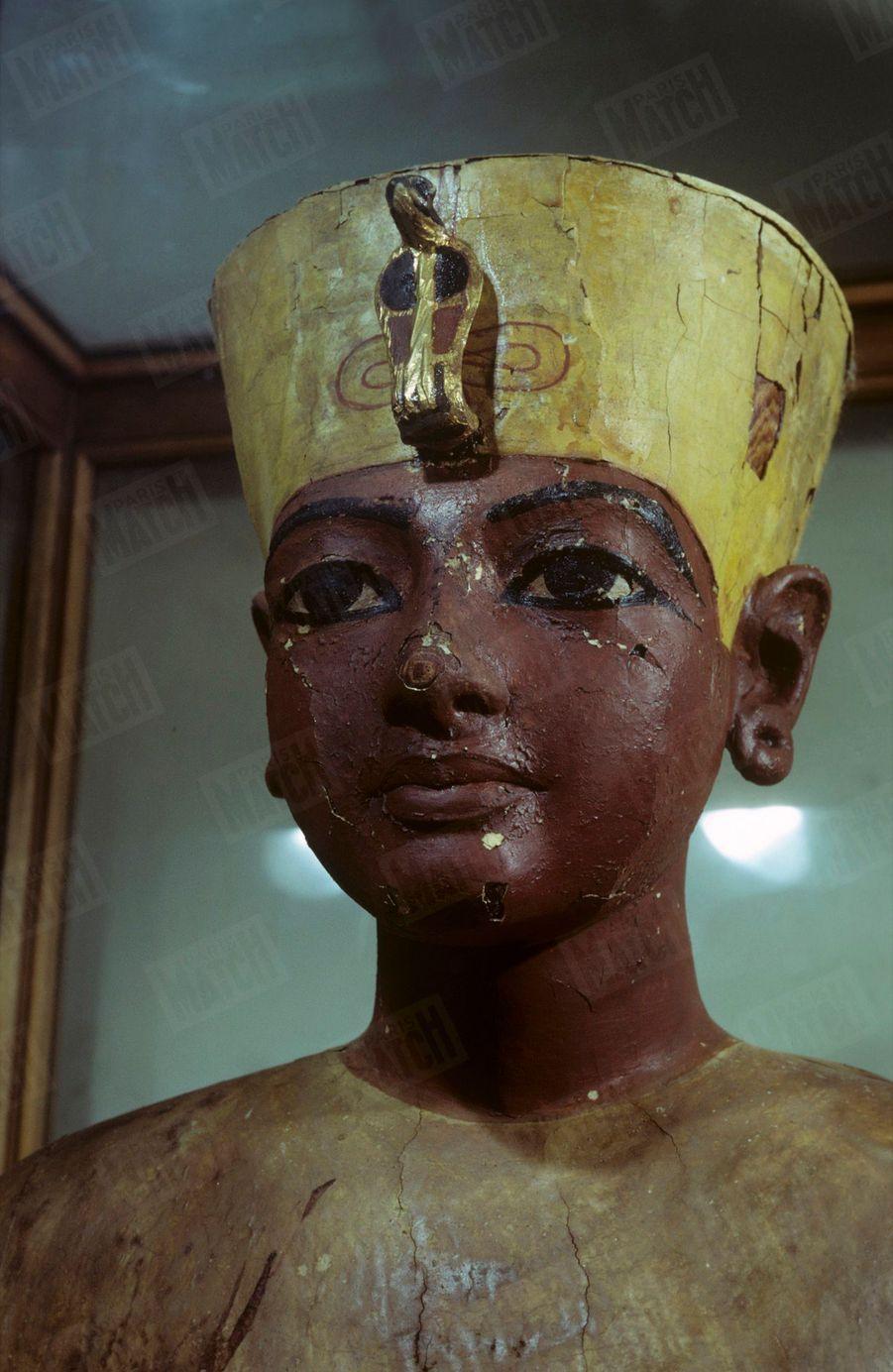 """""""Toutânkhamon et son temps"""" au Petit Palais en 1967 :Le buste du Pharaon découvert en 1923."""