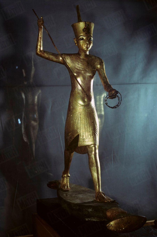 """""""Toutânkhamon et son temps"""" au Petit Palais en 1967 :Une statue du Roi."""