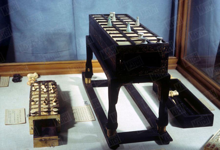 """""""Toutânkhamon et son temps"""" au Petit Palais en 1967 :Des objets découverts dans le tombeau du Pharaon."""