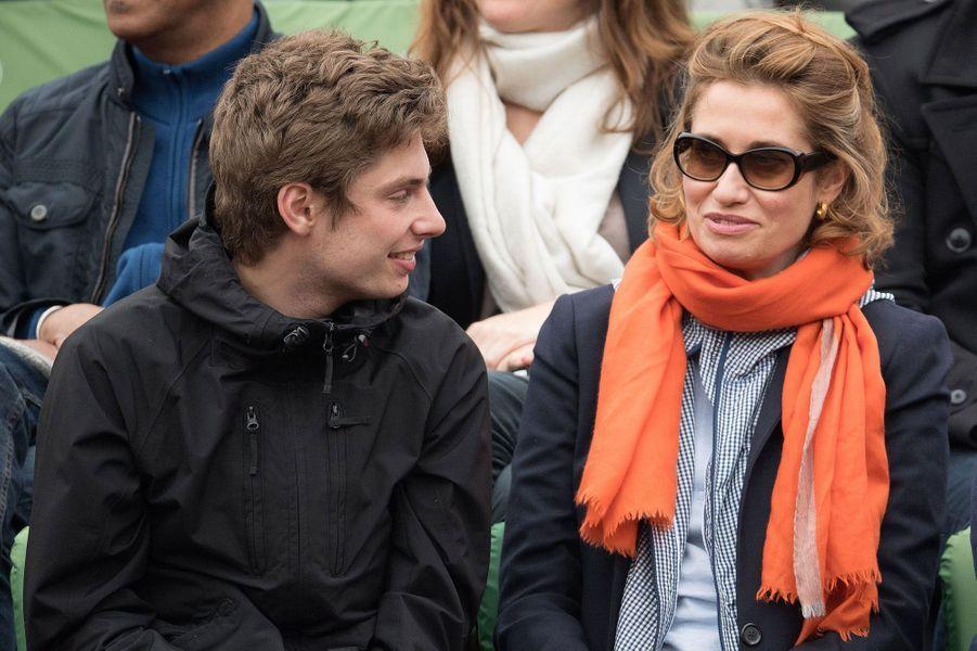 Emmanuelle Devos et son fils à Roland-Garros