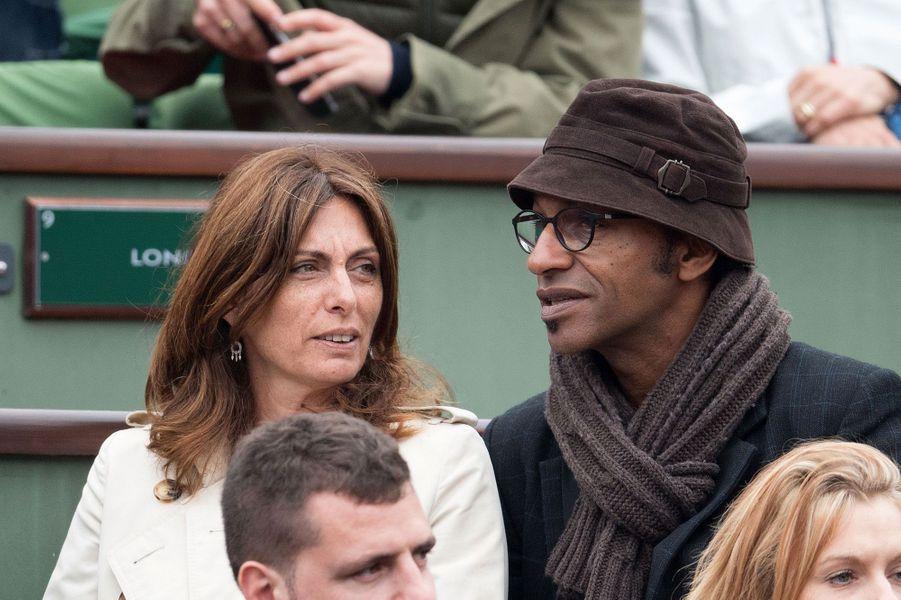 Manu atche et sa femme Laurence dans les tribunes de Roland-Garros