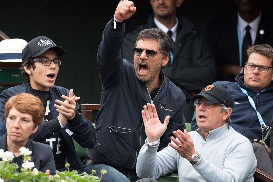 Michel Boujenah et Pascal Elbé dans les tribunes de Roland-Garros pour le match Richard Gasquet-Andy Murray
