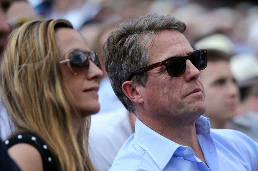 Hugh Grant et sa compagne Anna Eberstein à Roland-Garros 2016