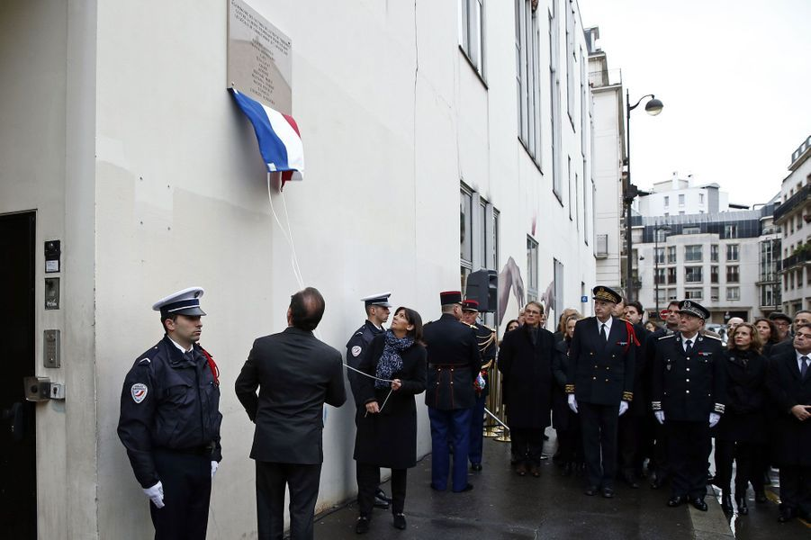 Devant les locaux de Charlie Hebdo