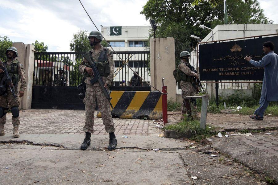 Devant le siège de PTV le 1er septembre