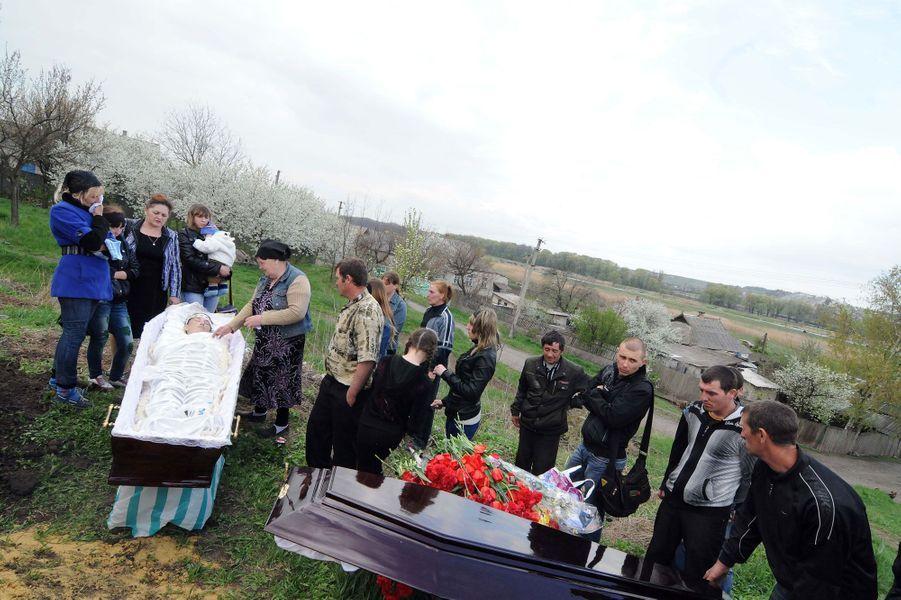 La famille de Sasha réunie pour un dernier adieu.