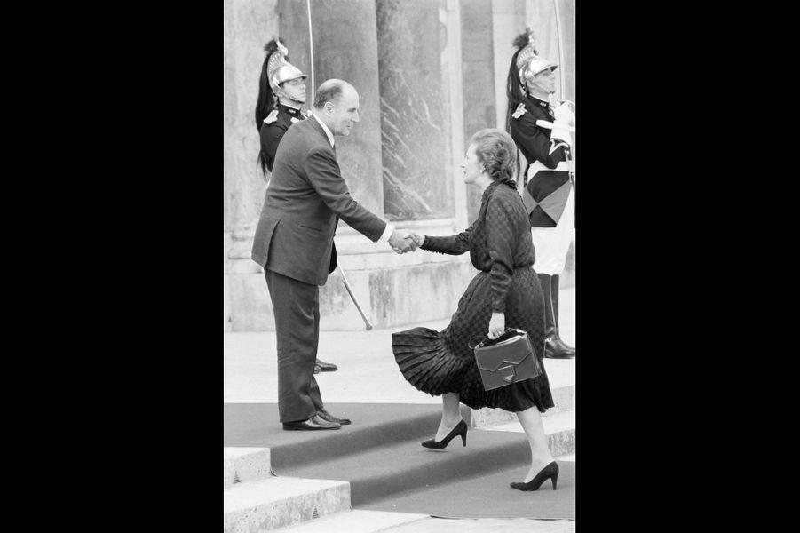 François Mitterrand accueillant Margaret Thatcher au G7