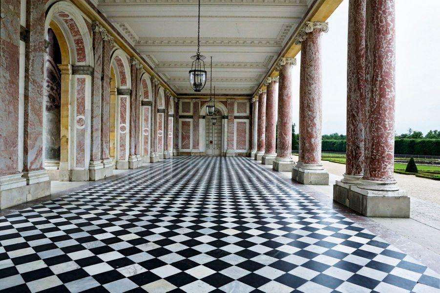 Le péristyle central du Grand Trianon