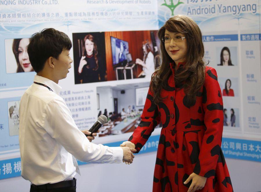 Un robot humanoïde ressemble à Sarah Palin