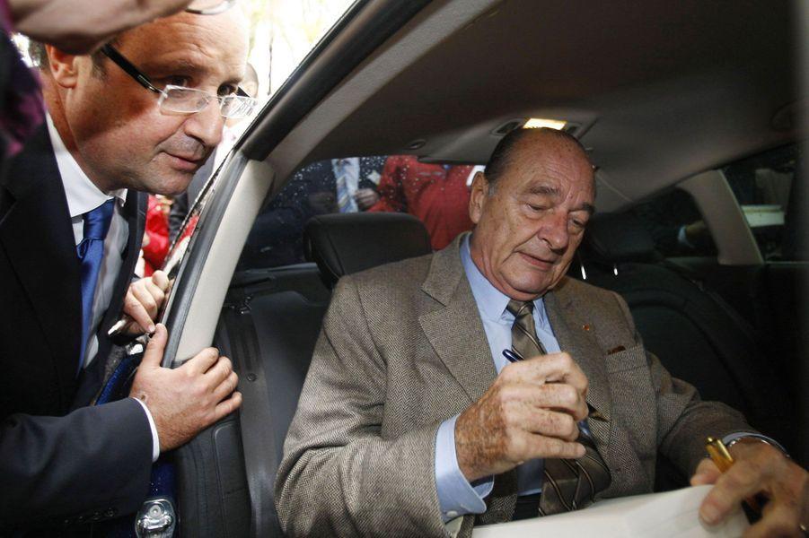 2009 : Jacques Chirac dédicace son livre à François Hollande