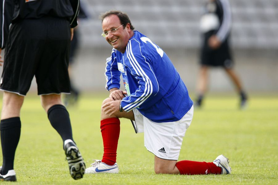 Grand amateur de ballon rond, il joue un match pour la bonne cause en 2008