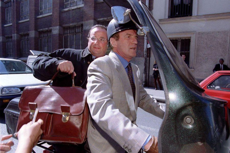Législatives de 1997, entre deux tours : Bernard Kouchner et François Hollande partagent un scooter