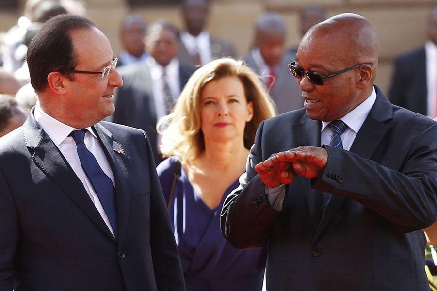 La première Dame veille sur François Hollande qui rencontre le président sud-africain Jacob Zuma.