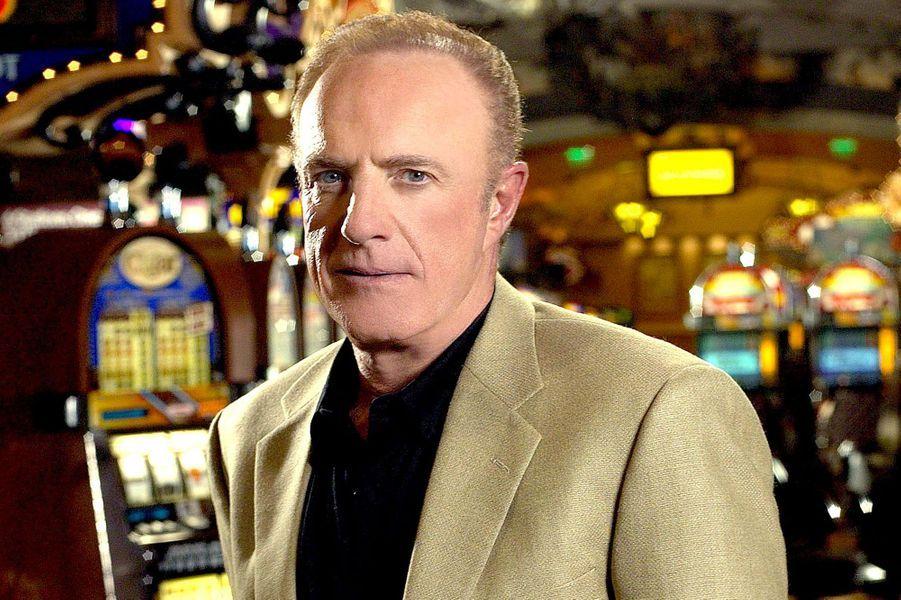 Même si Edward Melvin Deline, alias «Big Ed», n'est pas réellement le personnage principal de «Las Vegas», qui commence par suivre l'histoire Danny McCoy, le patron du Montecito s'est imposé comme un personnage incontournable de la série.Pourtant, à la fin de la saison 4, Ed Deline, interprété par James Caan, quitte Las Vegas et reprend ses activités à la CIA. A la tête du Montecito, on voit arriver A.J. Cooper (joué par Tom Selleck). Mais la série ne survit pas au départ du personnage et à la grève des scénaristes américains. «Las Vegas» s'arrête au terme de sa cinquième saison.