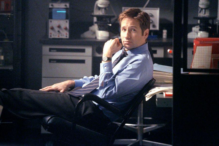 Scully sans Mulder, cela ne pouvait rien augurer de bons. Après sept saisons et demie, David Duchovny, alias Fox Muldrer, décide de quitter «X-Files». Les producteurs introduisent alors l'agent spécial John Doggett, interprété par l'acteur Robert Patrick, pour le remplacer. La série continue pendant une neuvième saison avant de s'arrêter en 2003.En mars 2015, la chaîne américaine Fox a annoncé officiellement le retour de la série «X-Files». Les deux acteurs principaux sont donc de retour mais David Duchovny a déclaré qu'il ne signerait pas pour de nombreux épisodes. «Je ne pourrais pas et ne serait pas intéressé par une saison entière. La nouvelle forme sera limitée. Nous sommes vieux, nous n'avons pas l'énergie de faire une saison entière», a plaisanté l'acteur de 54 ans.