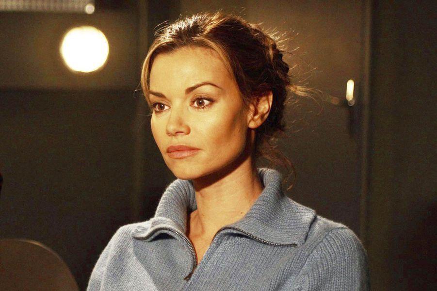 Après six saisons à camper le rôle du Lieutenant puis Capitaine Marie Balaguère, Ingrid Chauvin quitte «Femme de loi» en 2006. «C'était le bon moment de passer à autre chose. Depuis le succès de «Dolmen», l'été dernier, j'ai reçu beaucoup de jolies propositions, notamment des comédies. J'ai envie aujourd'hui de rencontrer de nouveaux personnages», avait-elle déclaré. Élisabeth Brochène, jouée par Natacha Amal, doit changer de partenaire.Après un bref essai avec le lieutenant Elena Cortès (Aylin Prandi), ce sera finalement Emilie Jeanson (jouée par Aylin Prandi) qui sera la seconde partie du tandem pendant les saison 8 et 9. Malgré de bons scores d'audiences, TF1 décide d'annuler la série en 2009.