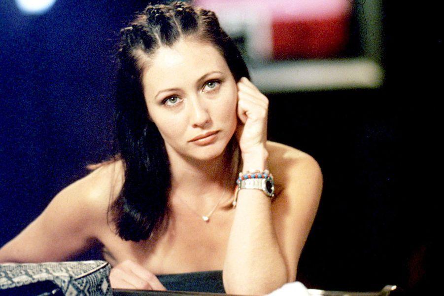 Le Pouvoir des Trois ne fonctionne que quand le trio des soeurs Halliwell est réuni. Il était donc impensable, voir impossible, pour les fans de concevoir la mort d'une des trois sorcières. Pourtant à l'issue de la troisième saison, l'aînée des trois sœurs, Prue, interprétée par Shannen Doherty, décède, tuée par l'assassin Shax. La raison du départ de l'actrice ? Une grave mésentente entre Shannen Doherty et Alyssa Milano (qui joue Phoebe Halliwell).Après ce départ, Aaron Spelling décide de remplacer, dès la saison 4, Prue par Paige Matthews, la demi-soeur des Halliwell, interprétée par Rose McGowan. Une transition réussie puisque la série connaîtra toujours de bonnes audiences jusqu'à sa dernière saison, la huitième, en 2006.