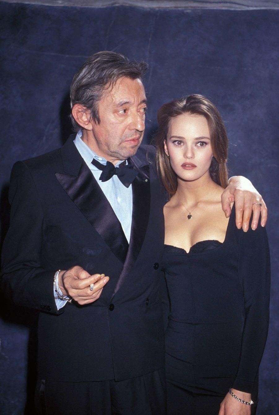 Vanessa Paradis et Serge Gainsbourg sur la scène des Victoires de la Musique, le 3 février 1990 à Paris.