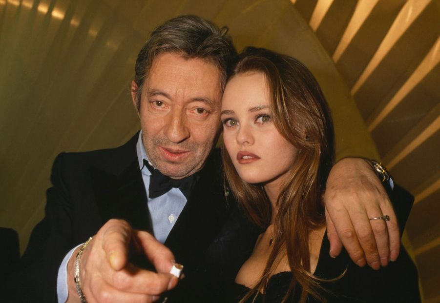 Vanessa Paradis et Serge Gainsbourg, lors des Victoires de la Musique, le 3 février 1990 à Paris.