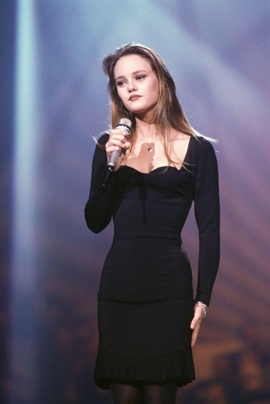 Vanessa Paradis sur la scène des Victoires de la Musique, le 3 février 1990 à Paris.