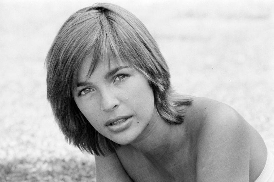 « Alain Delon n'a pas su résister à ces yeux et à ce charme-là. C'est Véronique Jannot qu'il a choisie pour devenir sa compagne de cinéma. » - Paris Match n°1586, 19 octobre 1979
