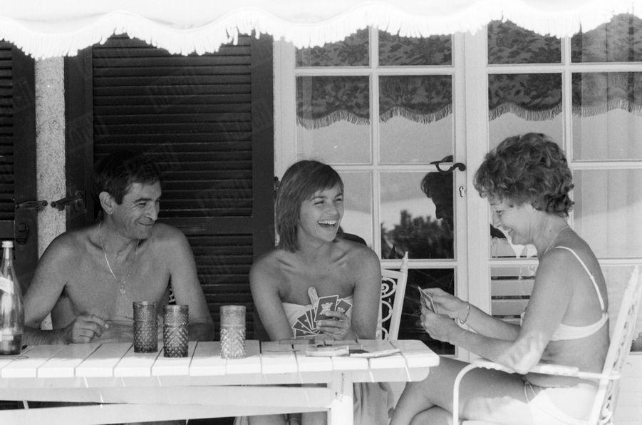« Véronique Jannot le reconnaît : elle doit tout à ses parents. C'est eux qui l'ont encouragée quand elle a choisi de jouer la comédie. » - Paris Match n°1586, 19 octobre 1979