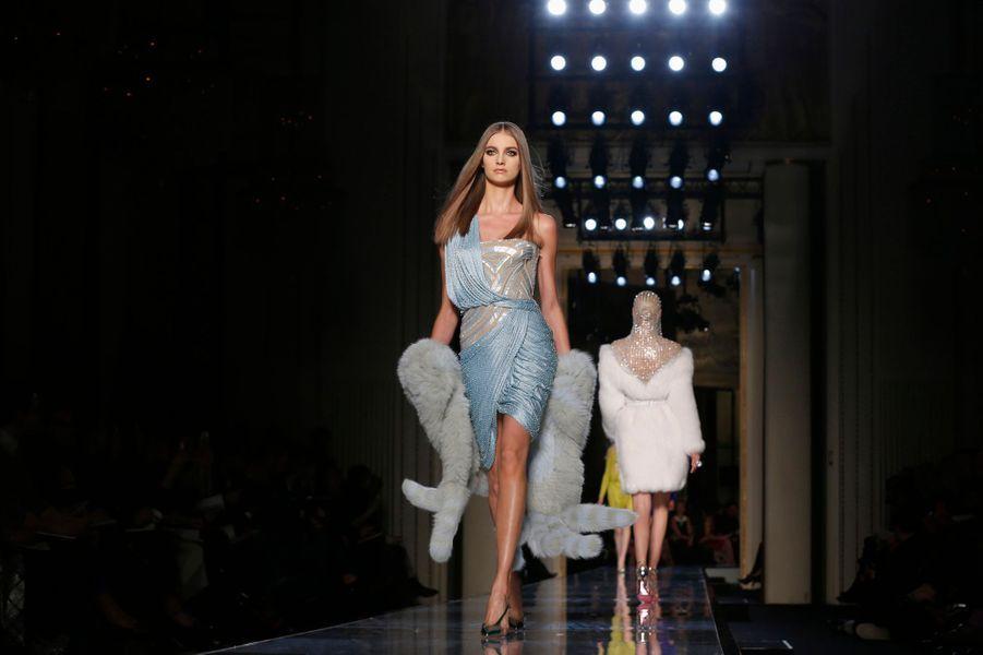 Versace inaugure la Fashion Week en beauté