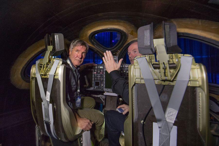 Harrison Ford dans le cockpit du VSS Unity