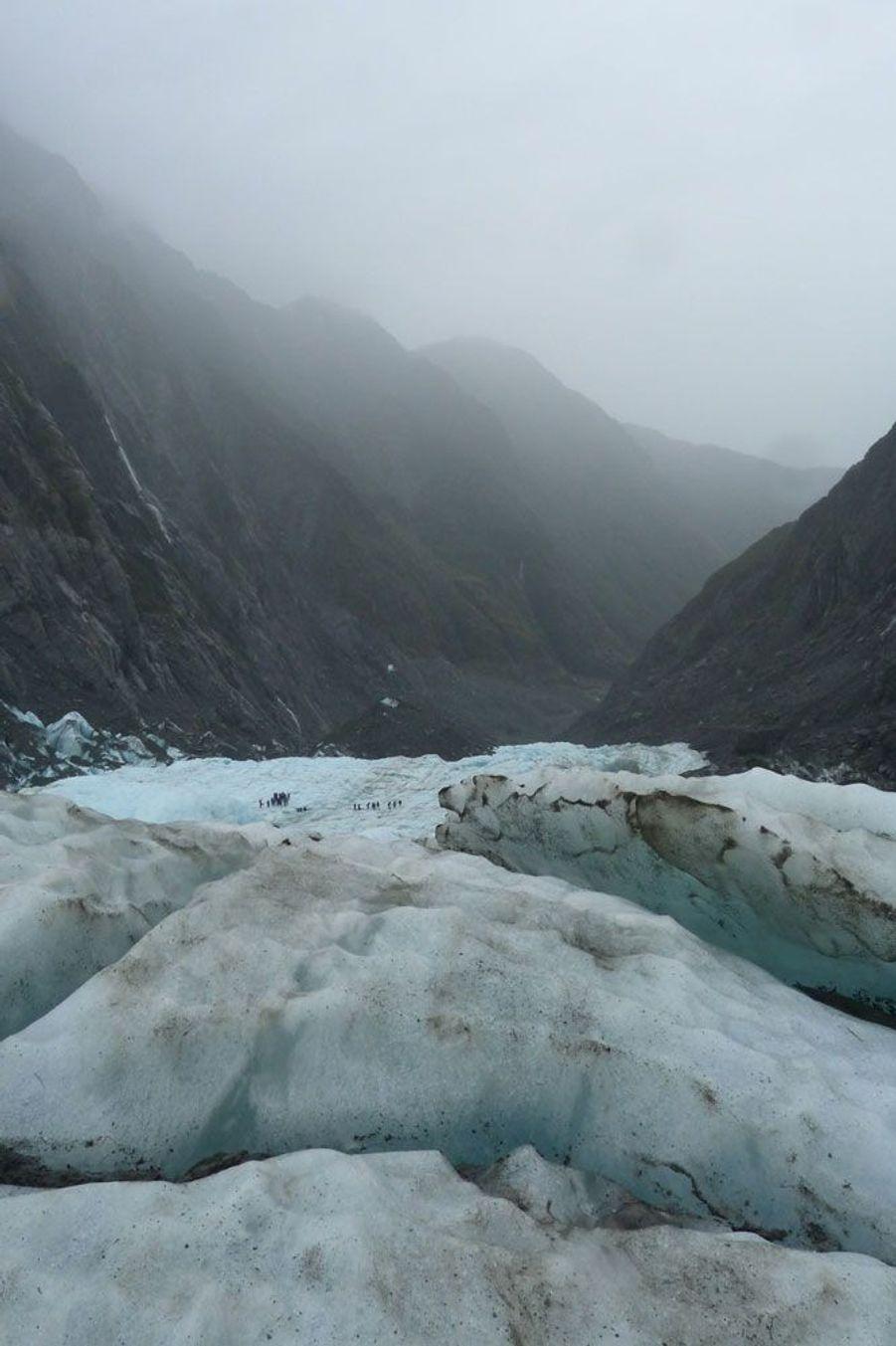 """Clara IEHL: Glacier Franz Josef, Nouvelle-Zélande: A cause du réchauffement climatique, les scientifiques prévoient que ce glacier va reculer de 5 km et perdre 38% de sa masse d'ici à 2100.Chaque semaine, Paris Match sélectionne, sur le web et dans le magazine, vos plus beaux clichés pour la planète dans le cadre de son opération""""Ma Terre en photo"""".Vous aussi envoyez une photo pour la planète surwww.materre.photosParticipez au plus grand album photo de la planète pour l'environnement. Un arbre planté pour chaque photo envoyée !Vos images seront ensuite rassemblées dans un ouvrage qui sera remis à tous les chefs d'Etats et chefs de délégation lors de la Conférence des Nations unies sur le climat (COP21) qui se tiendra à Paris en décembre prochain."""