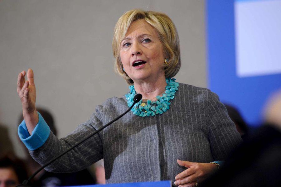 Grande favorite des candidats démocrates en vue de l'élection présidentielle de 2016, Hillary Clinton a occupé la sphère médiatique cette année. Confrontée à quelques polémiques –notamment celle de sa messagerie privée, utilisée alors qu'elle était secrétaire d'Etat-,l'ex-First lady a su surmonter les tempêtes avec flegme. Bien que le pétulant Donald Trump se fasse menaçant, les pronostics donnent Madame Bill Clinton gagnante à terme. Le vice-président Joe Biden, qui a renoncé à se présenter, a résumé son intuition en ces mots : si Trump porte les couleurs du camp républicain, Hillary Clinton «gagnera dans un fauteuil», a-t-il lancé dans un entretien à l'agence Bloomberg.