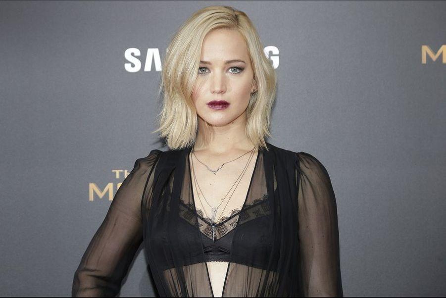 Omniprésente sur les écrans, nommée dans la catégorie «meilleure actrice dans une comédie» aux Golden Globes, la comédienne de 25 ans est aujourd'hui l'actrice la plus influente dans le monde selon le magazine Forbes. J-Law, par ailleurs égérie de la maison Dior, est aussi l'actrice la mieux payée du monde cette année. Elle sera à l'affiche le 30 décembre de «Joy» avec Bradley Cooper. Avant d'entamer une année 2016 qui s'annonce sous les mêmes auspices, avec «X-Men : Apocalypse», «Passengers» avec Chris Pratt ou encore «It's What I Do» de Steven Spielberg.