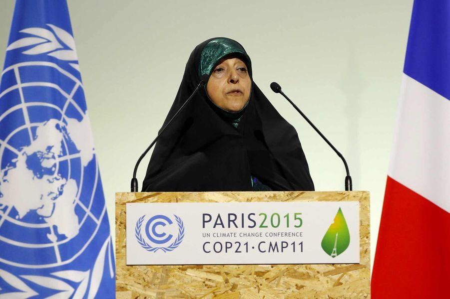 Masoumeh Ebtekar est la première vice-présidente d'Iran, soit la numéro deux du régime iranien, et sans conteste la femme la plus puissante de son pays. Entrée en politique dès la fin des années 1970, elle s'était fait connaître des Occidentaux lors de la crise des otages de 1979, alors qu'elle était… porte-parole des étudiants qui ont occupé l'ambassade américaine. Aujourd'hui, elle est au centre de la normalisation des relations entre l'Iran et l'Occident –à qui elle accorde de nombreuses interviews. Année de COP21, on l'a beaucoup entendue sur le climat et l'environnement. L'Iranienne d'aujourd'hui 55 ans, qui n'est toujours pas tendre avec les Etats-Unis, a également contribué à l'accord historique sur le nucléaire iranien.