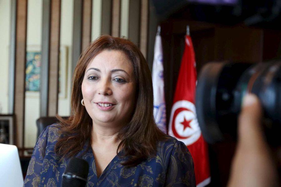Elles ont toutes marqué l'année 2015 dans leurs domaines respectifs: de par leurs décisions et politiques, leurs prises de positions engagées, leurs succès culturels, leur talent, leur charisme… Comme tous les ans, ParisMatch.com a sélectionné pour vous une poignée de personnalités éclectiques et vous propose de voter, en attribuant d'une à cinq étoiles aux images que voici:Pour commencer, Wided Bouchamaoui (parfois orthographiée Ouided Bouchammaoui), la présidente de l'Union tunisienne de l'industrie, du commerce et de l'artisanat (Utica), la principale organisation patronale tunisienne –par conséquent surnommée le «medef tunisien». Elle est donc l'une des membres du quartet récompensé par le prix Nobel de la Paix 2015. Si elle ne figure pas dans le classement Forbes des femmes les plus puissantes du monde, cela va sans doute changer l'an prochain. Car Wided Bouchamaoui, qui croule sous les récompenses, est notoirement reconnue comme l'une des femmes arabes les plus éminentes. Le magazine «Arabian Business» l'avait notamment élue l'an dernier «Femme d'influence tunisienne» pour «son action déterminante en tant que membre du Quartet dans le Dialogue national tunisien qui a mené la Tunisie vers une issue politique consensuelle et vers la stabilité politique et économique». En tant que garants de la démocratie tunisienne et modèle de transition réussie, les membres du quartet parcourent désormais le monde pour délivrer leurs messages de paix.