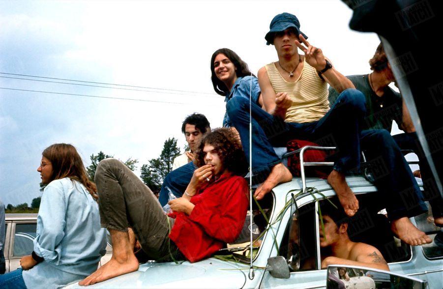 «Pris d'assaut, tous les moyens de transport étaient aussitôt mis en commun par ces pionniers débraillés et joyeux. Malgré l'invraisemblable désordre, il n'y aura pas une seule bagarre au cours du festival.» - Paris Match n°1060, 30 août 1969