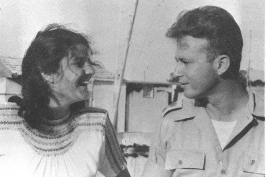 « En 1948, Leah et Yitzhak, Jeunes amoureux et déjà combattants de la première guerre d'Israël. » - Paris Match n°2425, 16 novembre 1995