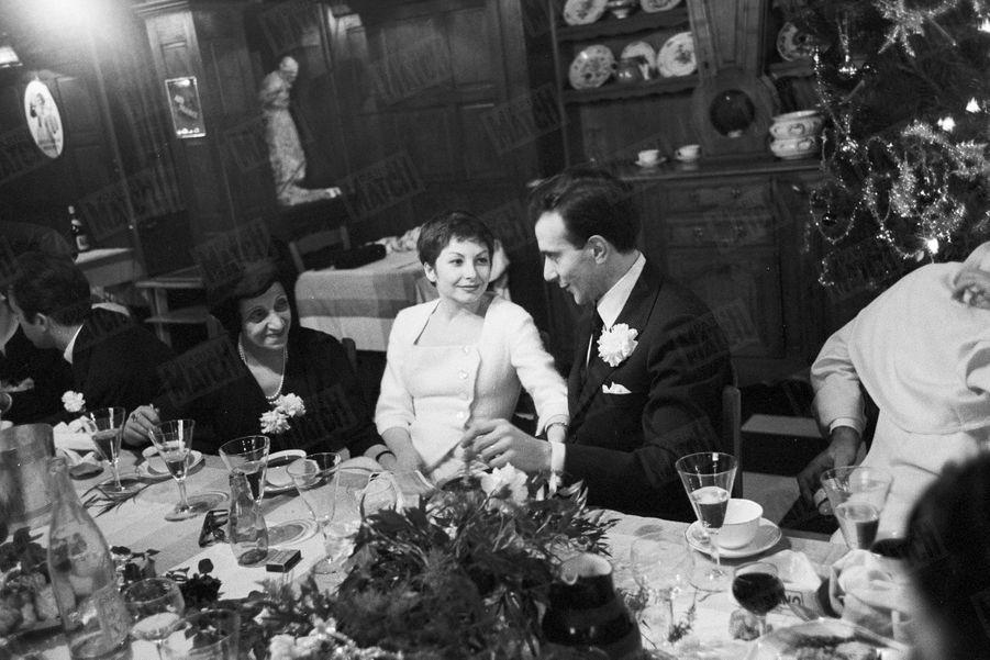 Zizi Jeanmaire et Roland Petit, lors de leur dîner de mariage,le 29 décembre 1954.