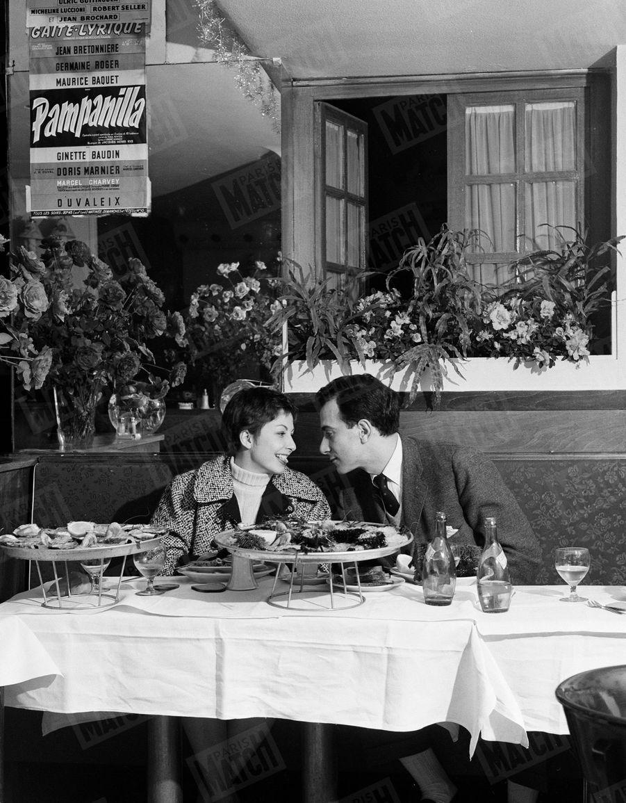 Zizi Jeanmaire et Roland Petit en amoureux après leur mariage, en janvier 1955.